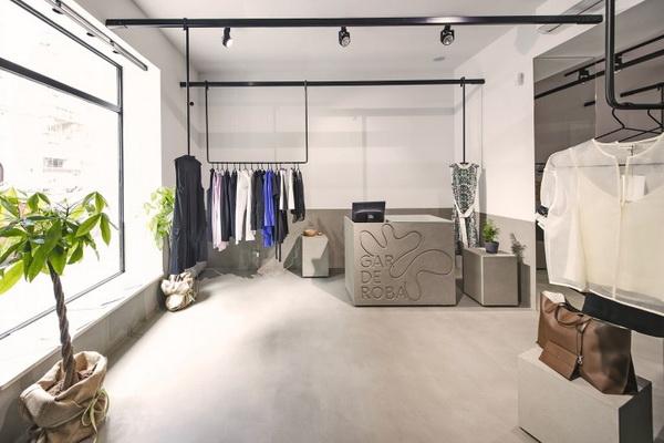 Konceptualni dućan Garderoba, gletani beton TERRA SOL